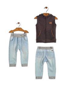Calça jeans e colete de moleton super moderno!!!