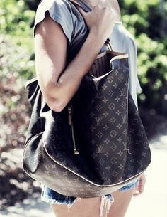 The spacious, sophisticated Delightful Monogram GM is the epitome of understated everyday style. Its supple yet durable Monogram canvas, lightweight feel and embossed handle give it a timeless charm.  | Delightful Monogram GM Only $220.99! | Louis Vuitton Handbags