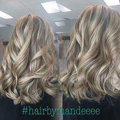 I love the way curls look in dimensional hair  #hairbymandeeee #hairbrained #cilantrohairspa #flashlift #foils #curlyhair #blondehair #redken #styleyourstory #modernsalon