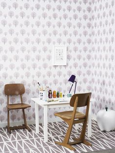 the ferm LIVING Dotty Rose wallpaper used in these cool looking kids rooms. Made by Therese Larsson for the Swedish Magazine Skanska Nye Hem. Photos by Anna Kern.