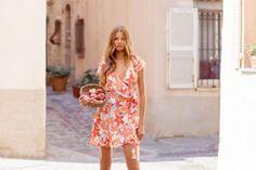 Magdalena Frackowiak Models Mister Zimi's Sunny Spring Dresses (Fashion Gone Rogue) 70s Fashion, Fashion Dresses, Womens Fashion, Holiday Dresses, Spring Dresses, Munich Models, Magdalena Frackowiak, Lifestyle Clothing, Chic Dress