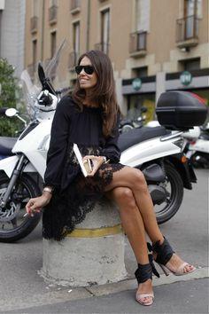 Viviana Volpicella's exquisite elegance in Moschino dress