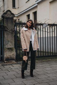 Outfit: Shearling Bikerjacke, Cargo Hose & Dolce & Gabbana Samt Leoparden Stiefeletten