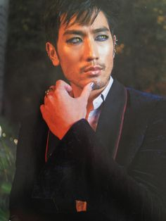 New photo of Godfrey Gao as Magnus Bane! from the Mortal Instruments: City of Bones Illustrated Movie Companion