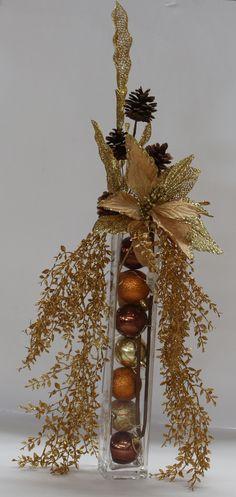 16 Ideas For Diy Christmas Ball Ornaments Ideas Christmas Floral Arrangements, Christmas Centerpieces, Xmas Decorations, Christmas Balls, Christmas 2019, Christmas Ornaments, Merry Christmas, Diy Christmas, Ball Ornaments