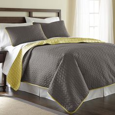 Amraupur Overseas Leaf Solid Reversible Quilted 3-piece Coverlet Set