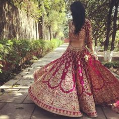 @indian_wedding_bliss. SUMMER BRIDAL FASHION!  This is perfection, attire fit for a princess!  One of the most beautiful lush lenghas ✨☀️ She just looks so dreamy, delicate and elegant.  Bride goals! #elegance#2017 #lengha #outfit#punjabi
