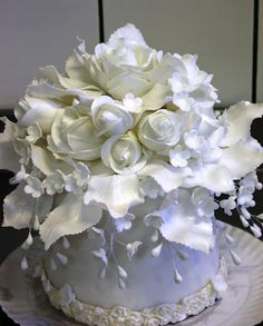Gorgeous...the  flowers and leaves on this magical cake have been beautifully 'pearl brushed'
