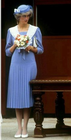Just LOVE! Princess Diana in this photo--the colors she's wearing, the hat, dress, shoes, and the flowers she's carrying! Great picture!