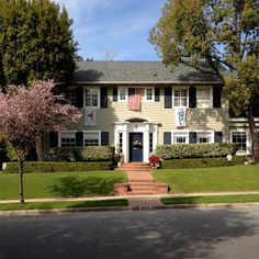 mad men homes - Google Search Mad Men Don Draper, California Location, Colonial Style Homes, Tv Sets, Filming Locations, Mid Century Style, Buildings, Sweet Home, Houses