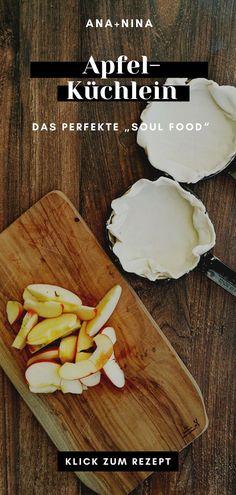 Der perfekte Nachtisch? Diese kleinen Apfelkuchen aus der Pfanne werden mit Blätterteig gebacken und mit Vanilleeis serviert. Probiere dieses köstliche Apfelkuchen Rezept gerne sofort aus oder pinne es für später!
