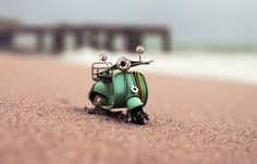 Tiny Cars, Big Adventuresphotos of miniature Volkswagon buses off-roading on sandy beaches, tiny VW Beetles careening over boulders, and small vintage scooters racing down slick city streets? By playing with perspectives, Swiss photographer Kim Leuenberger has so creatively captured the theatrical adventures of her collection of toy cars.