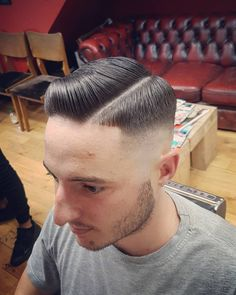 Skin fade into a hard part by 👌✂💈 Great Haircuts, Men's Haircuts, Haircuts For Men, Medium Skin Fade, Brylcreem Hairstyles, Hard Part, Pompadour, Barbershop, Short Hair Cuts