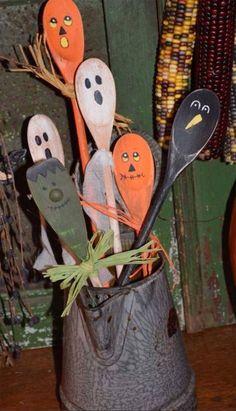Primitive Halloween Fall Wooden Hand-painted Spoons - 6 Crock Filler Decorations in Antiques, Primitives Halloween Tisch, Halloween Wood Crafts, Homemade Halloween Decorations, Theme Halloween, Holidays Halloween, Halloween Diy, Rustic Halloween, Vintage Halloween, Halloween Kitchen