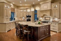 Stunning French Country Kitchen Cabinets Cream – House Decor Tips Cream Colored Kitchen Cabinets, Cream Colored Kitchens, Country Kitchen Cabinets, Kitchen Cabinet Colors, Kitchen Colors, Kitchen Ideas, Cream Cabinets, Kitchen Decor, Kitchen Cupboard