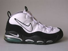 The 25 Best Signature Basketball Sneakers of All Time Tenis Basketball, Popular Basketball Shoes, Basketball Hoop, Nike Air Uptempo, Sneak Attack, Running Shoes On Sale, Popular Sneakers, Nike Kicks, Unique Shoes