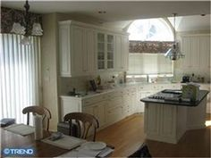 Great kitchen in this 5 beds, 3 bath home. Too bad I'm not looking.
