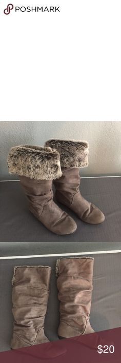 R2 fur boots Preloved no tears no stains, cute boots wear them anyway you like! R2 Shoes Winter & Rain Boots