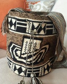 Wayuu Mochila bag Sock Monkey Pattern, Mochila Crochet, Tapestry Crochet Patterns, Tapestry Bag, Crochet Purses, Crochet Fashion, Handmade Bags, Purses And Handbags, Fashion Bags