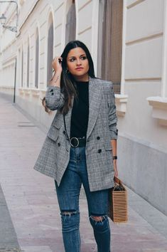 Rock these back to school outfits for the fall season! A blazer completes an outfit! #fallfashion #backtoschool #collegeoutfit