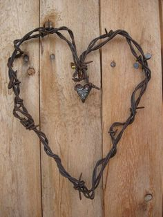 Gnarly Barbs Large Rustic Barbed Wire Heart With Arrow I Love Heart, My Heart, Barb Wire Crafts, Barbed Wire Art, Deco Kids, Heart Crafts, Primitive Crafts, Heart Art, Metal Art