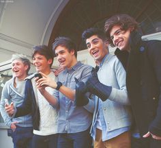 the fact that they're all genuinely smiling>>