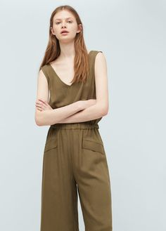 Crop style Flowy fabric V-neck Wide straps Elastic waist Decorative pockets V-neck at the back Nautical Looks, Jumpsuits For Women, Elastic Waist, Ideias Fashion, Khaki Pants, Rompers, V Neck, Fabric, Lithuania