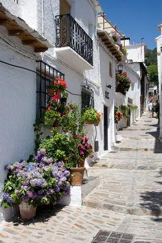 Rincones de Andalucía: Alpujarras (Granada) / Calle de Capileira, en la provincia de Granada. Spain by @hola