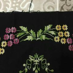 seccade 1 Prayer Rug, Line Design, Cross Stitch Patterns, Diy And Crafts, Prayers, Tapestry, Flowers, Home Decor, Cross Stitch Embroidery
