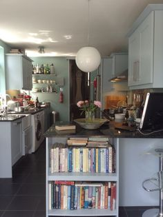 Farrow & Ball Dix blue on the walls and Parma Grey on the cupboards. Open Concept Kitchen, Kitchen Layout, Kitchen Colors, Kitchen Design, Kitchen Ideas, Grey Kitchen Walls, Grey Kitchens, Dix Blue, Farrow And Ball Kitchen