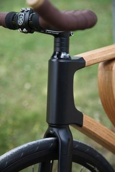 """dezeen: """"German student Niko Schmutz has designed a bicycle with a concentric wooden frame Wooden Bicycle, Wood Bike, Bicycle Art, Velo Design, Bicycle Design, Design Art, Bici Fixed, Range Velo, Velo Vintage"""