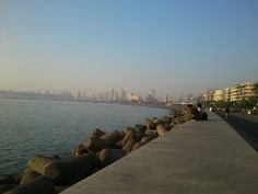 Wanna spend a romantic evening with your loved ones, Visit this beautiful place! :)  Marine Drive in Mumbai, Mahārāshtra