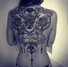 Amazing back tattoo Back Tattoo Women, Back Tattoos, Future Tattoos, Sleeve Tattoos, Tatoos, Mehndi, Henna, Tatoo Designs, Woman Back