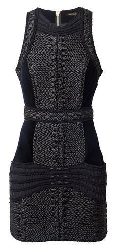 Une robe noire sans manches