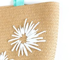 DIY Raffia Embroidered Tote   click through for the full tutorial! Embroidered Bag, Embroidered Flowers, Ribbon Embroidery, Floral Embroidery, Crochet Tote, Reusable Tote Bags, Wool, Retro, Knitting