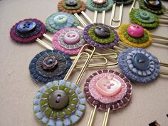 Recycle old buttons as bookmarks -  #diy #buttons Argh not sure whether to put this on my felt on buttons boards!
