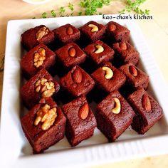 チョコスィーツが食べたくなって、久しぶりに作りました~(๑´ω`๑)うまっ♡  ブラウニー作る時は、もうコレって決めてるレシピです♪  濃厚でオススメです(♡´艸`)  板チョコを使用しますが、私はブラック2枚に、ミルクチョコレート1枚が好みです!