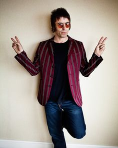 Liam Gallagher goes to the fancy dress party.......as Paul Weller