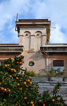 Creepy Italian house looks like a face but look closer the eyes are stone heads
