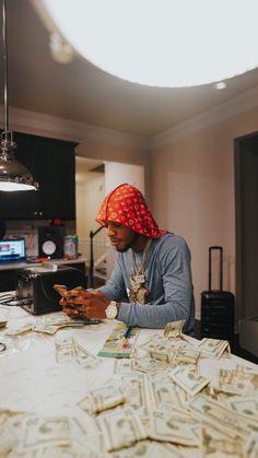 Iphone Wallpaper Music, Rap Wallpaper, Cute Wallpaper Backgrounds, Aesthetic Iphone Wallpaper, Cute Wallpapers, Cute Black Guys, Black Boys, Rapper Outfits, Cute Lockscreens