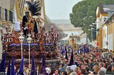 Holy Monday - local colour surrounds the pasos