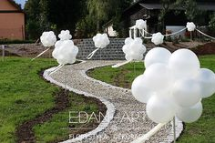 Dekoracje weselne Edan-Art, Kwiaty do ślubu warmińsko-mazurskie. Avenue - balloon balls - exit from the Bride's hou Garden Wedding, Wedding Table, Wedding Ceremony, Our Wedding, Wedding Venues, Wedding Stage Decorations, Bridal Shower Decorations, Wedding Entrance, Autumn Garden