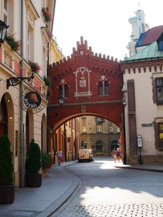 """Krakow became more polular over the years and is now """"must see"""" destination in Europe. Find out what to see and do when visiting Krakow for the day. Visit Krakow, Renaissance Time, Underground Tour, Poland Travel, Travel Europe, Krakow Poland, City Break, Eastern Europe, Amazing Destinations"""