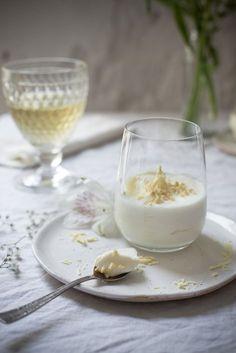 Leichte Weiße Mousse au Chocolat für ein White Dinner.