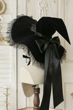 Witch Dress, Witch Outfit, Witch Fashion, Dark Fashion, Witch Aesthetic, Aesthetic Clothes, Halloween Disfraces, Cute Hats, Halloween Outfits