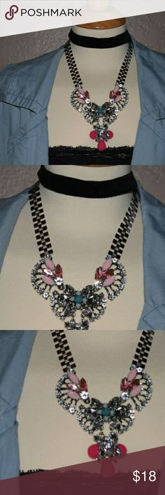 Perfect Summer statement Necklace Pink on pink with blue tones on dark silver necklace. Perfect to add to any outfit during summer. Any questions let me know. See pictures for better description. XNO TRADESX Hit me a reasonable offer. Follow me on IG @lilian.barillas Be a trendsetter Jewelry Necklaces
