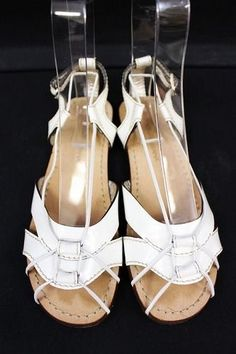 0b3a06cff3c273 It has small breaking to a stitch part of the patent leather of the front.