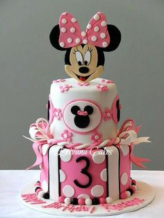 Minnie Mouse cake for a little girl& birthday party Minni Mouse Cake, Mickey And Minnie Cake, Bolo Mickey, Minnie Mouse Birthday Cakes, Mickey Cakes, Pink Minnie, Mickey Birthday, Girl Cakes, Cake Girls