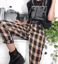 Unusual Grunge Outfits Ideas For Women To Try This Season Fashion styles com. - Unusual Grunge Outfits Ideas For Women To Try This Season Fashion styles come and go, although - Grunge Outfits, Edgy Outfits, Retro Outfits, Grunge Fashion, Look Fashion, Korean Fashion, Vintage Outfits, Cool Outfits, Fashion Outfits