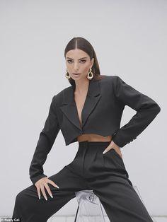 High Fashion Poses, Fashion Model Poses, Fashion Models, Suit Fashion, Fashion Outfits, Fashion Photography Poses, Mode Editorials, Fashion Editorials, Inspiration Mode